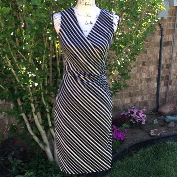 Express Dresses & Skirts - EUC EXPRESS Tan & Black Stripped Side Ruched Dress